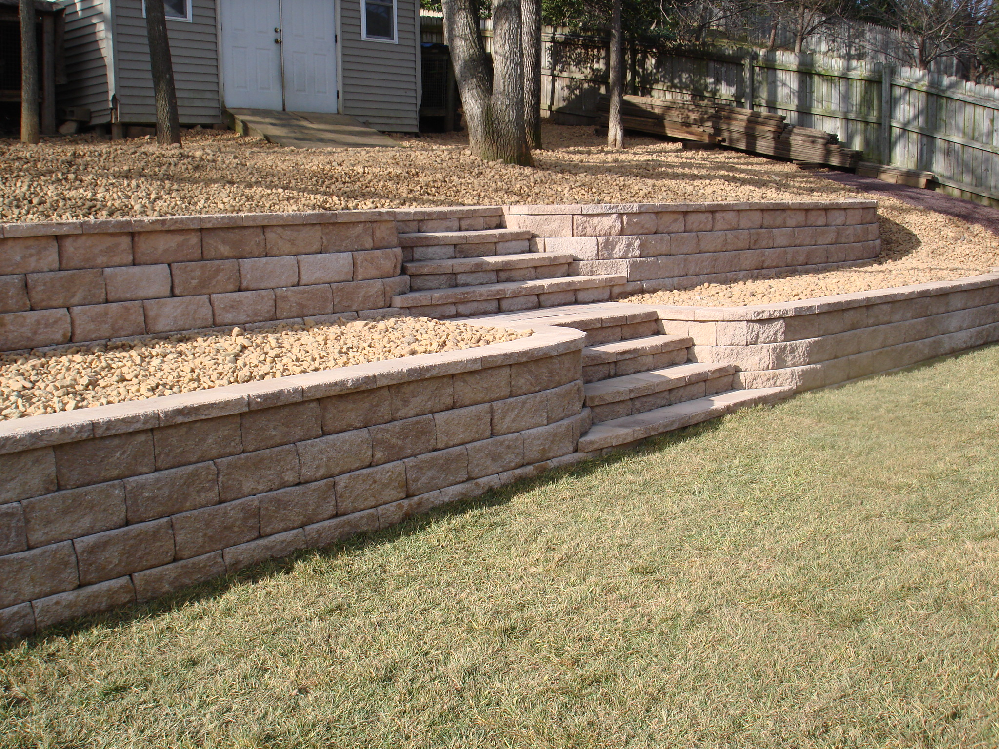1000 images about front yard on pinterest retaining for Rock wall garden designs